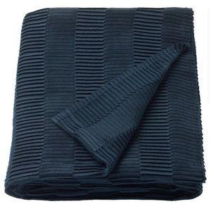 VÄGMÅLLA navy blue throw blanket